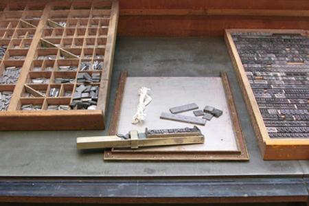 Lettern und Werkzeuge